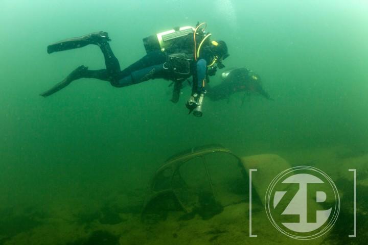 Duiken in Nederland, duikers in het Gat van Roelofs, Bronsbergen bij Zutphen.